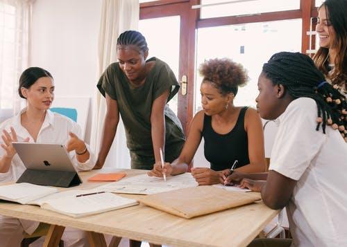Kurumsal İngilizce Eğitimlerinin İş Verene Faydaları
